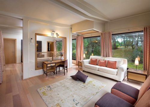 Private Lodges*****
